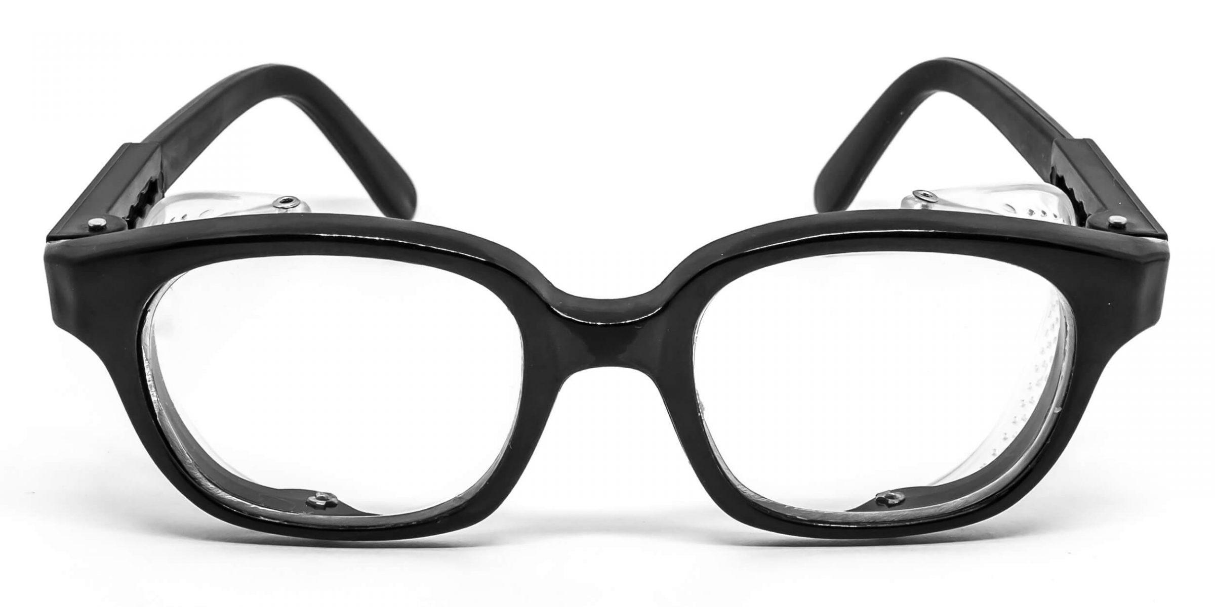 Óculos com proteção lateral móvel, orifícios laterais e haste retrátil. 18b8a0b4df